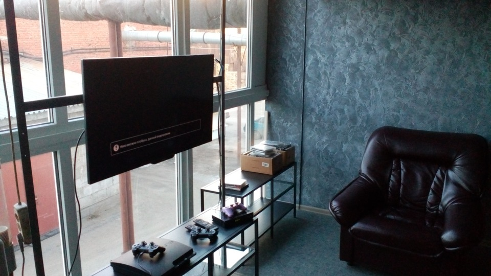 клиентская зона ожидания с Sony Playstation, DVD, Wi-Fi