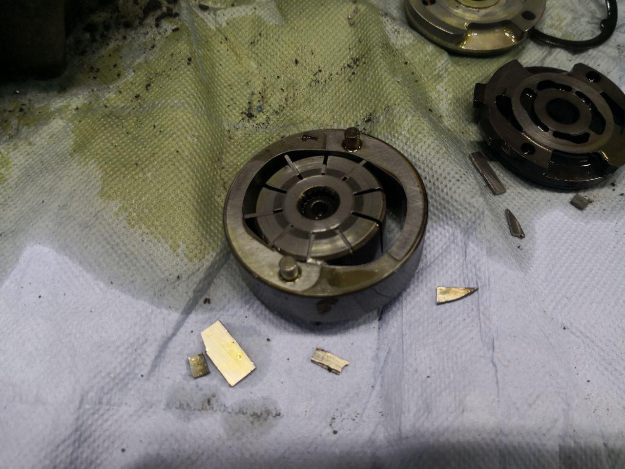 сломанный насос гидроусилителя руля