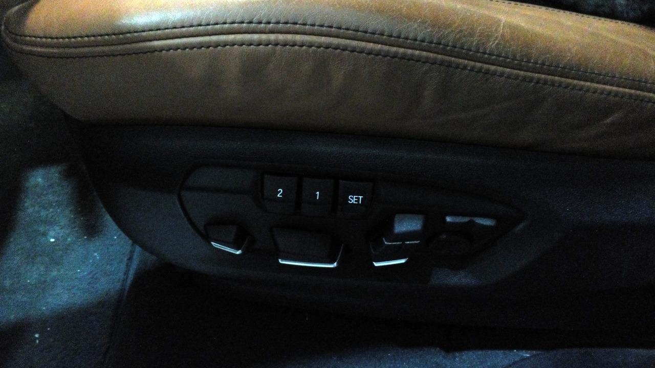 кнопки управления водительским сиденьем F15