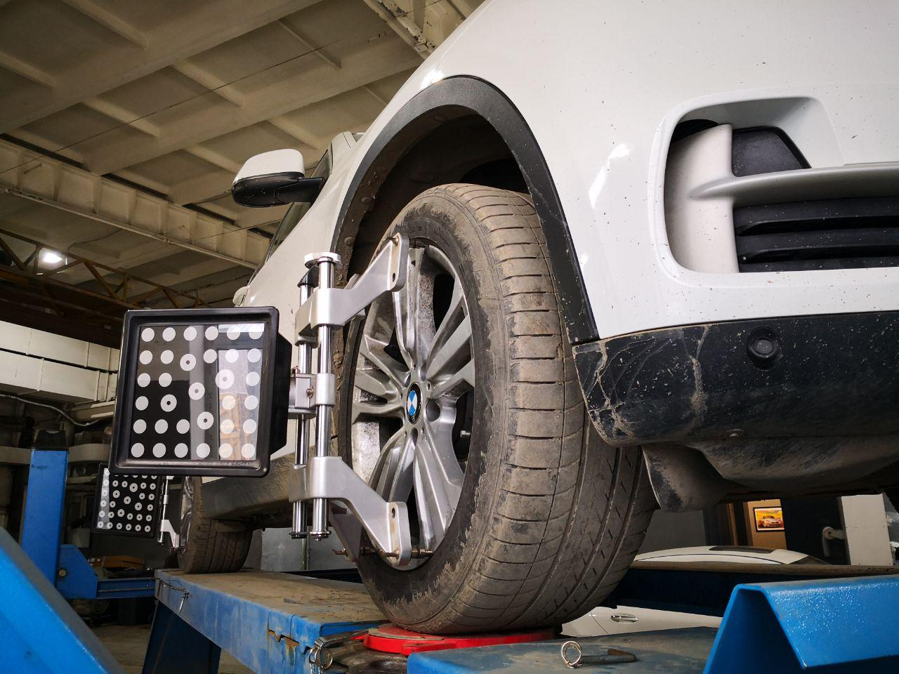bmw f16 на стенде регулировки углов установки колес