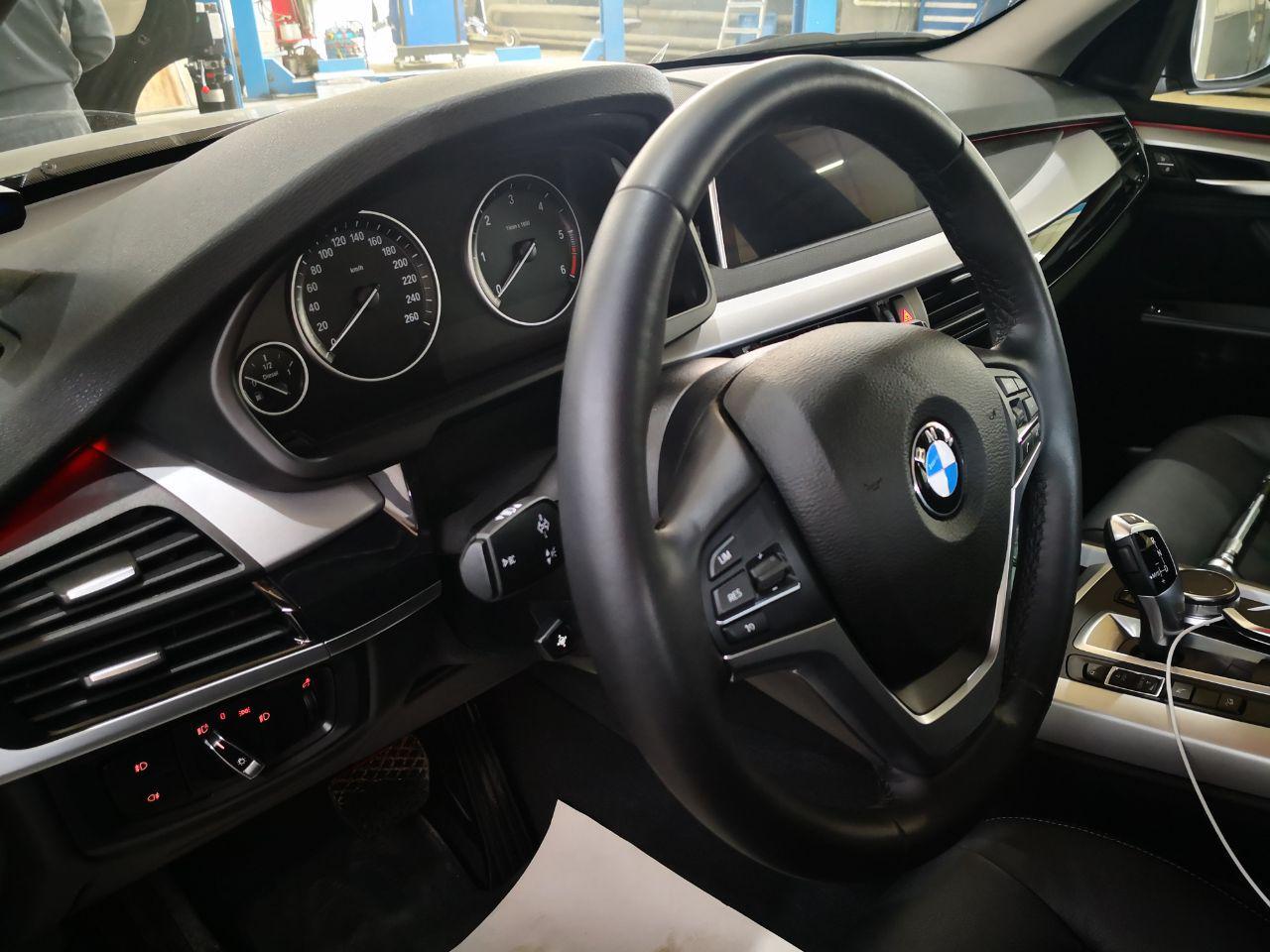 старый руль и стоковая панель приборов, BMW F16