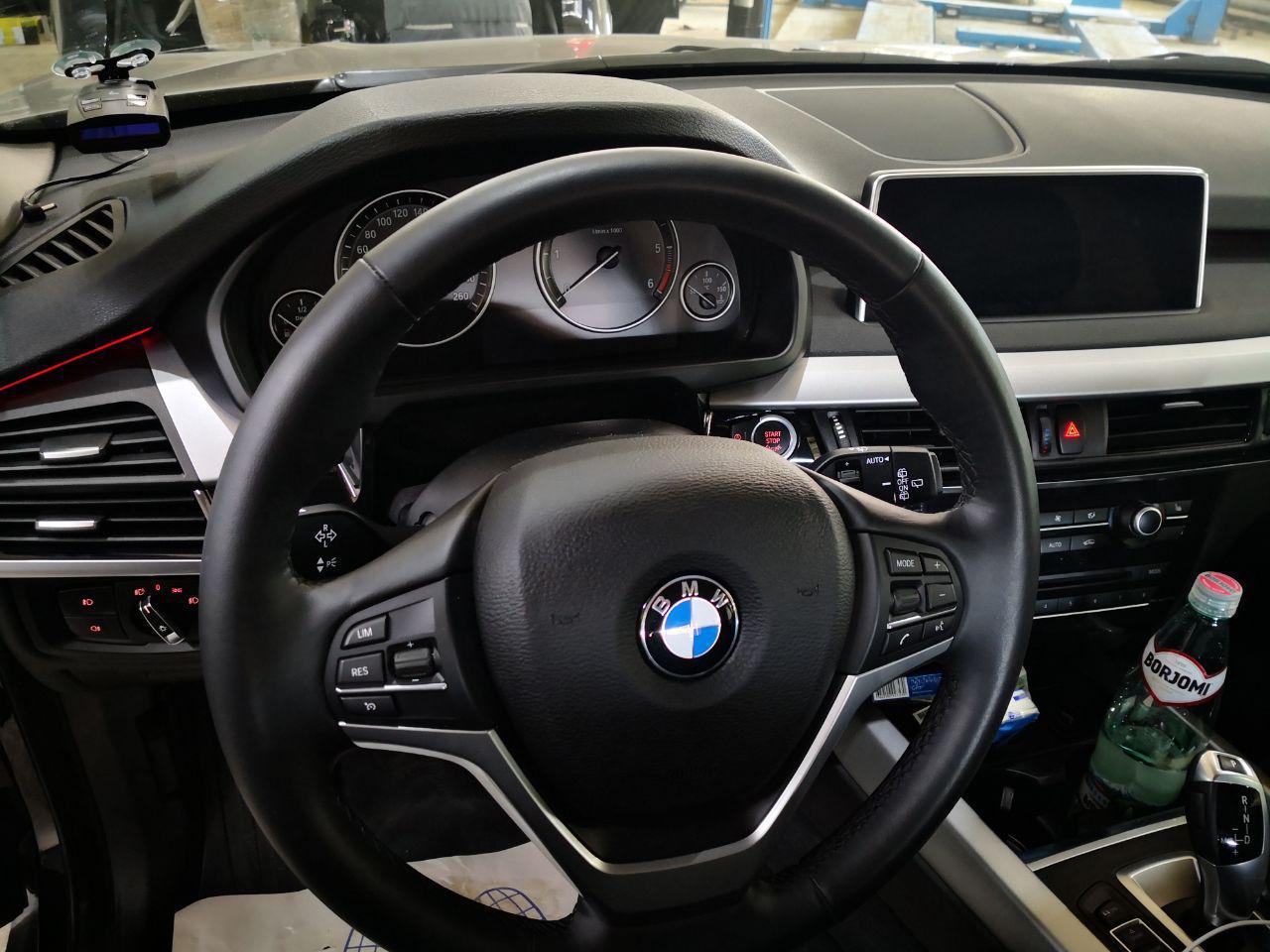 стоковый руль и панель приборов, BMW F16
