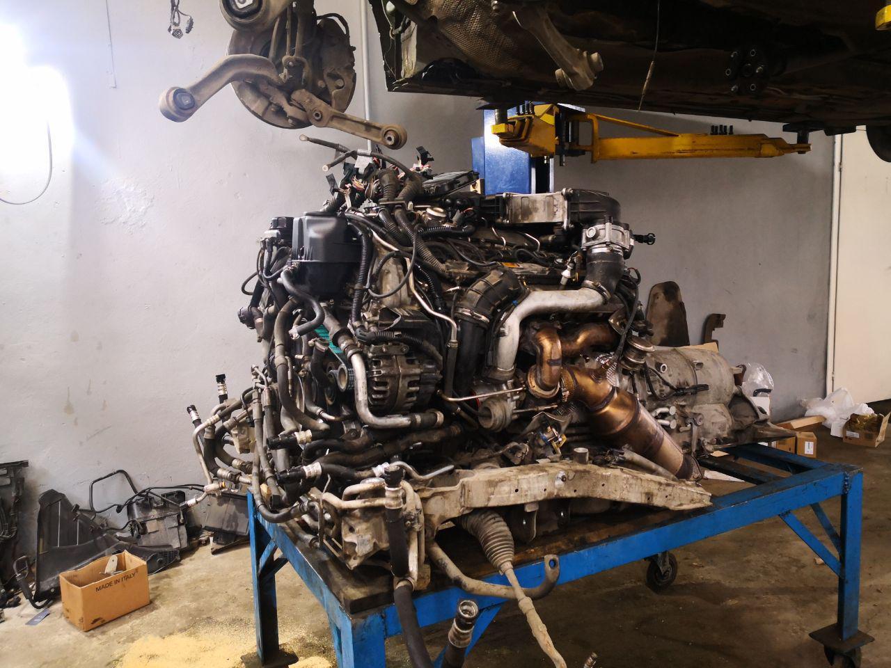 V12, F02 760i