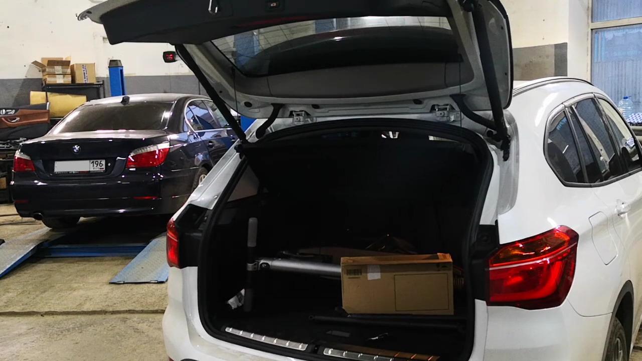 багажник X1 открывается с пульта