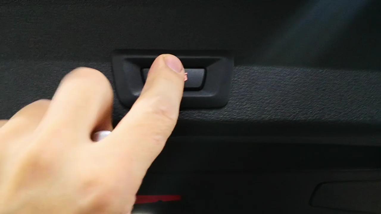 Багажник может также закрываться с кнопки на двери