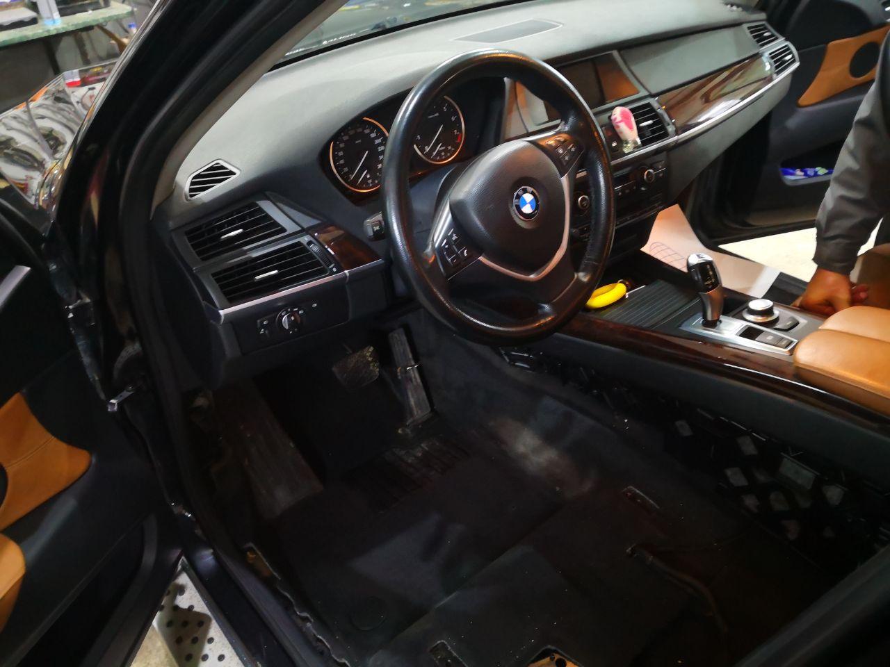 внутри BMW X5 E70