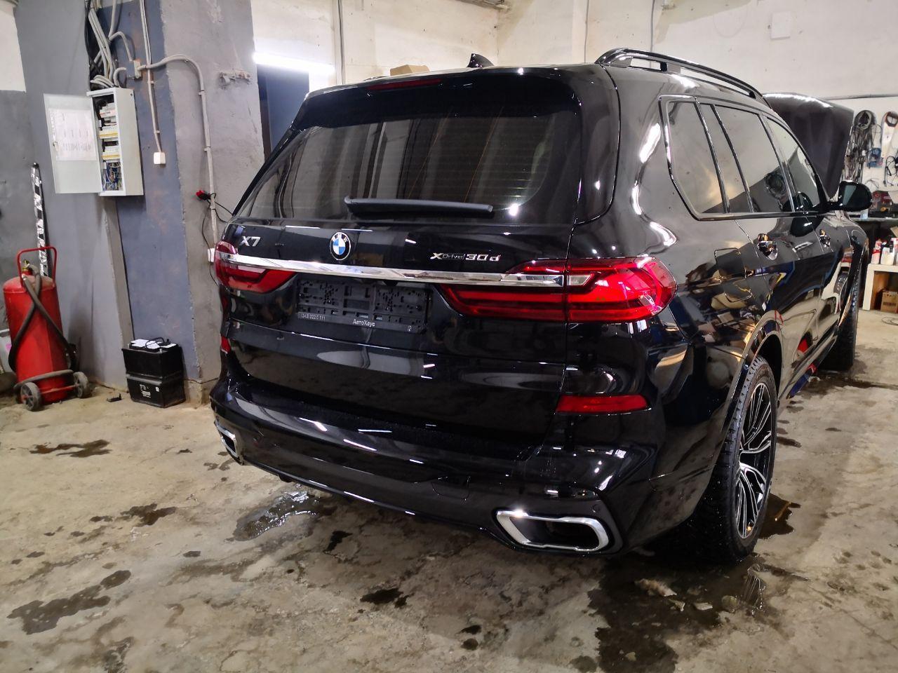BMW X7 2020, вид сзади