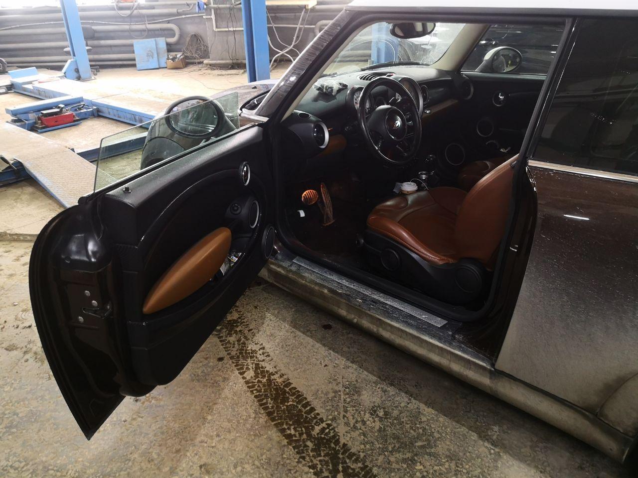 MINI Cooper S R56 2013 г.в., ремонт двери