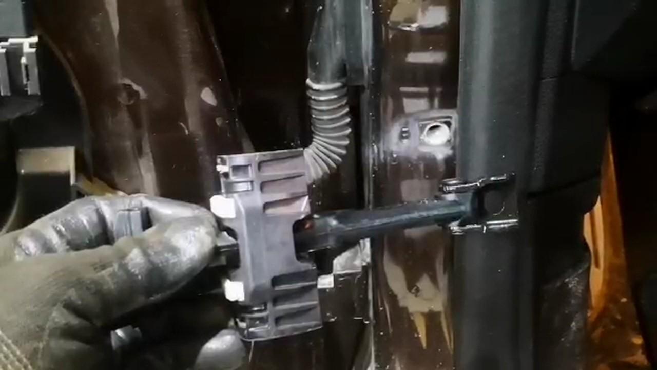 новый ограничитель двери