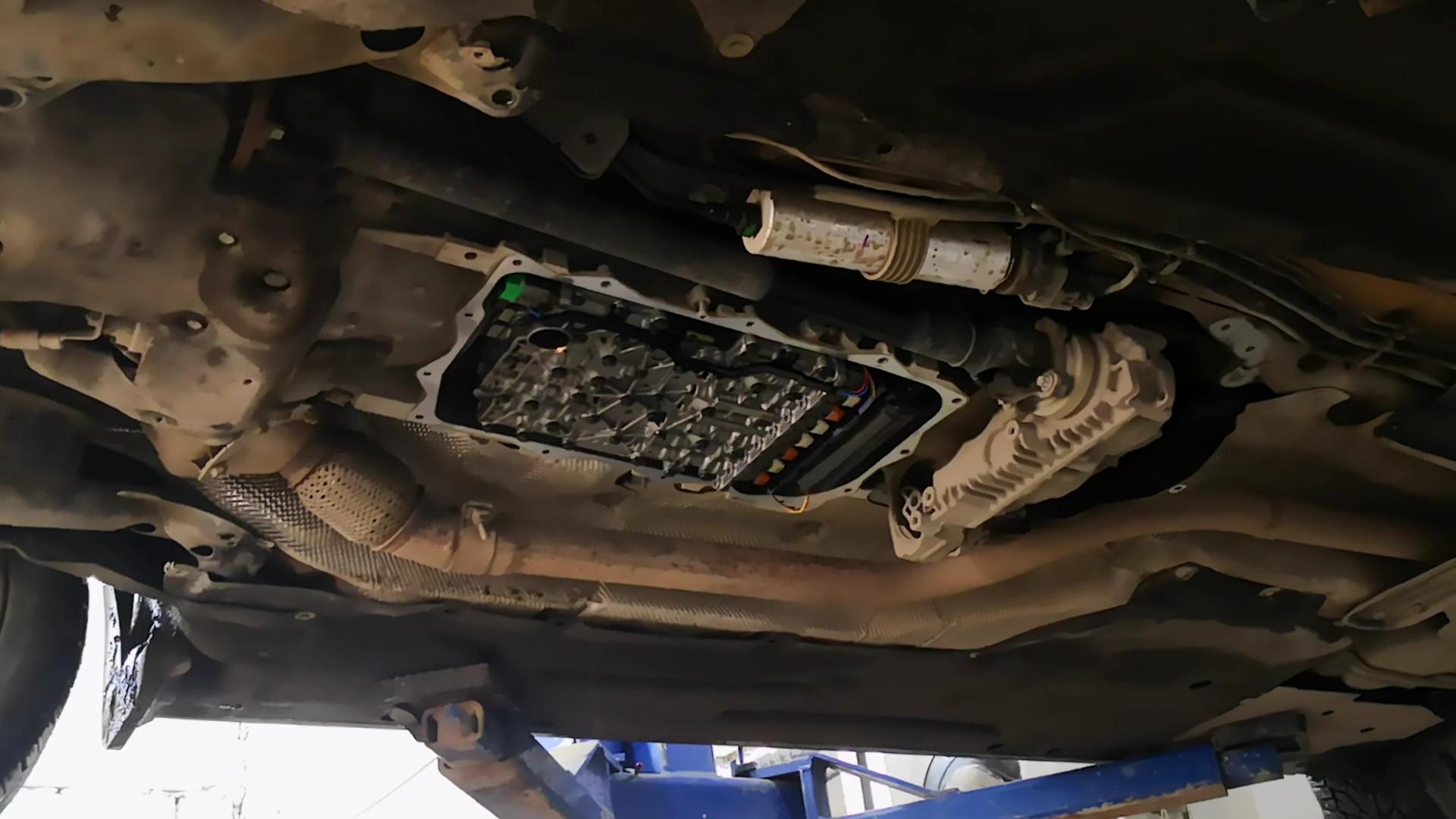 BMW F30, ZF 8hp, замена масла в коробке передач, замена поддона коробки
