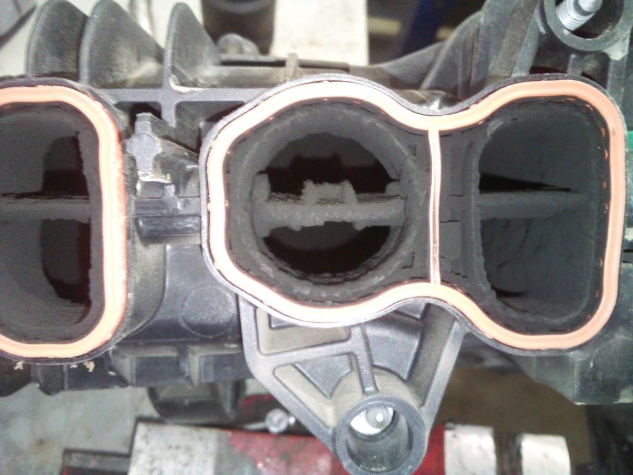 Впускной коллектор двигателя N57 до чистки