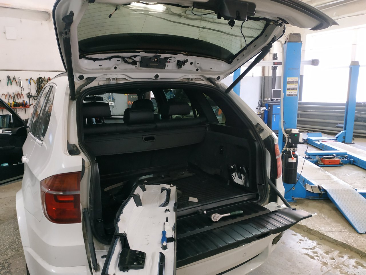 BMW X5 E70 2010, вид сзади