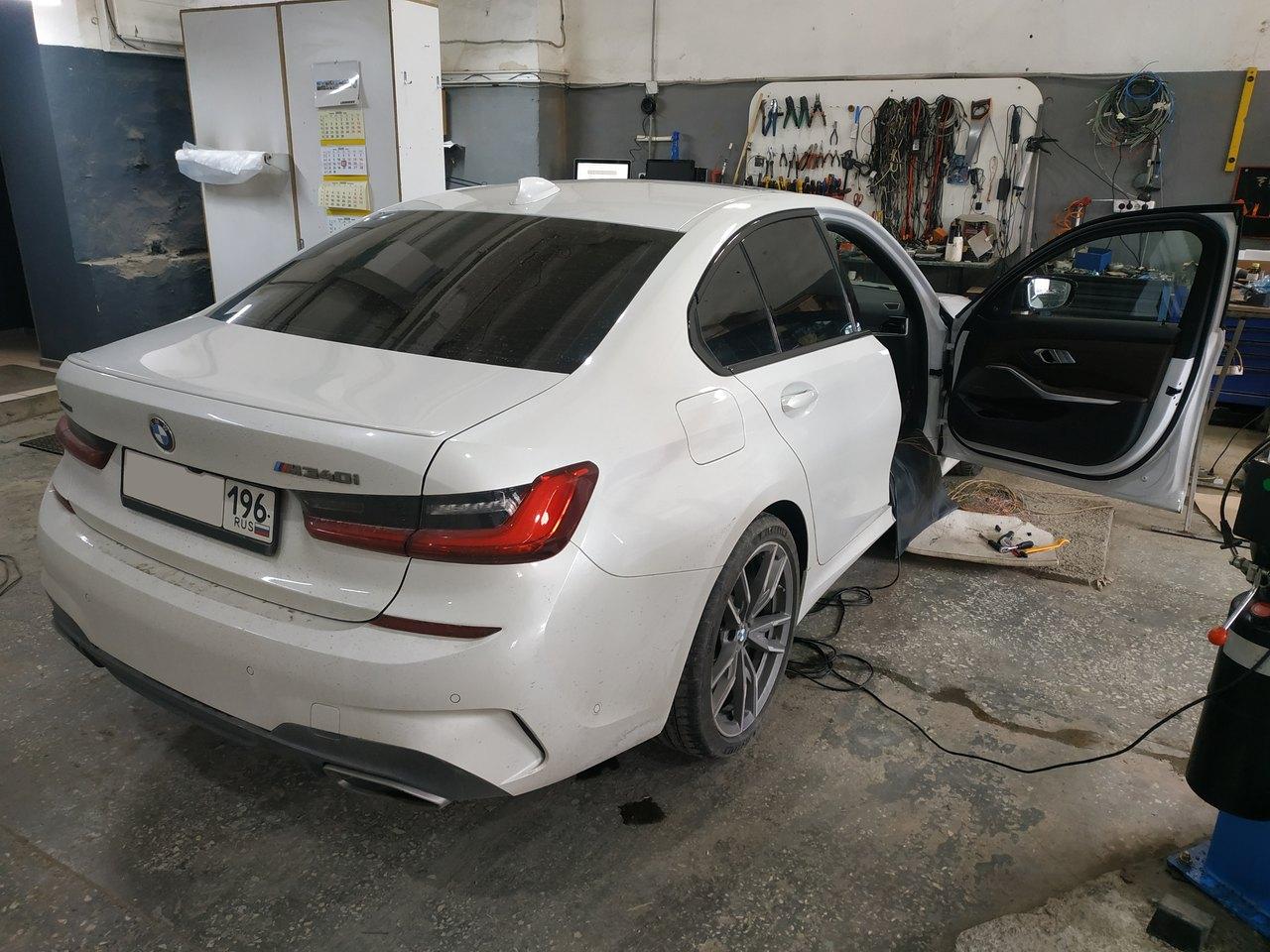 BMW G20 M340i, вид сзади