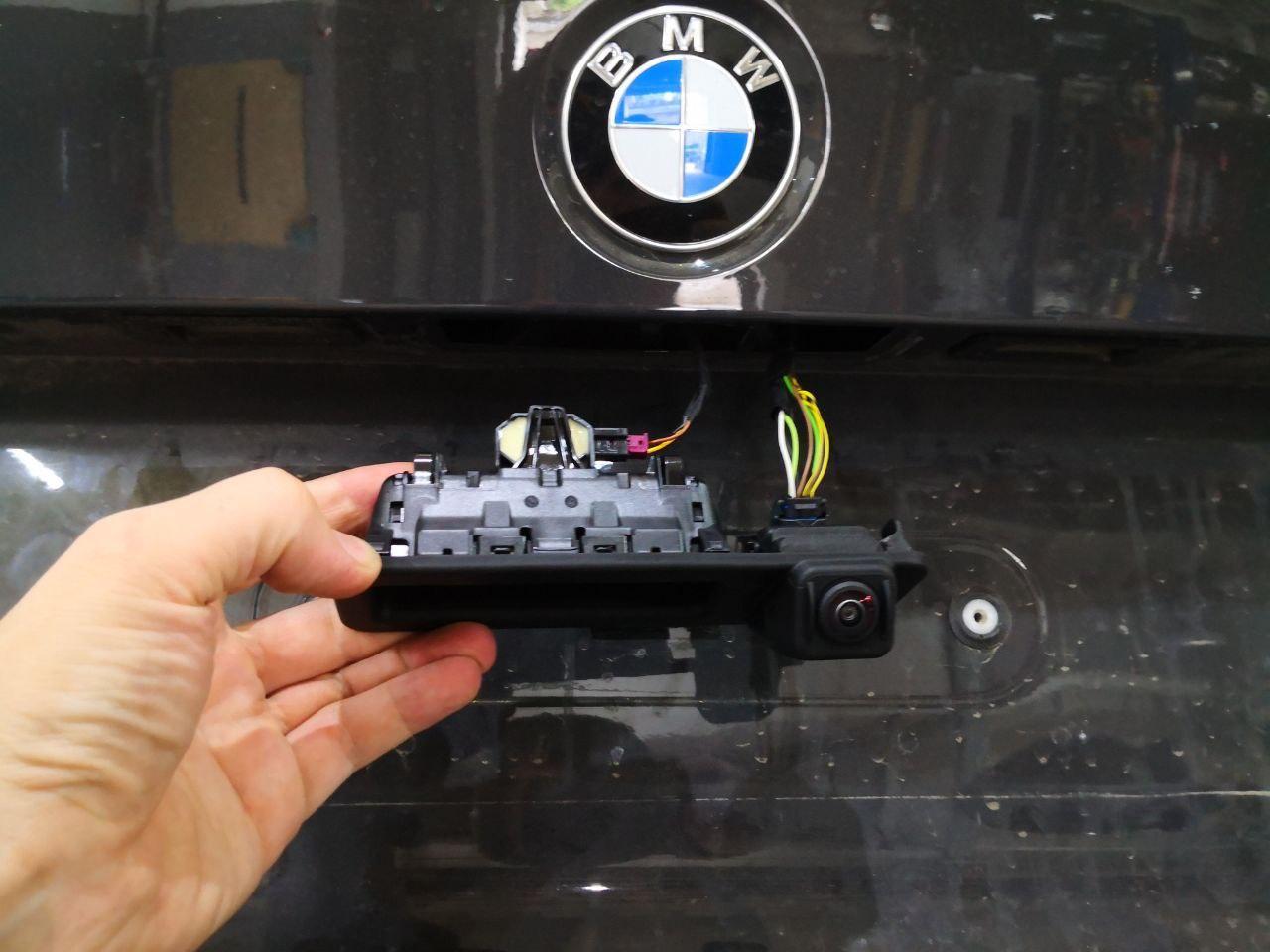 BMW G20, установка камеры заднего вида