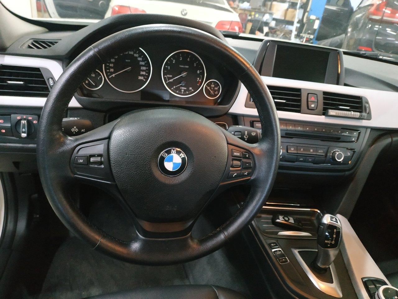 старый руль на BMW F30