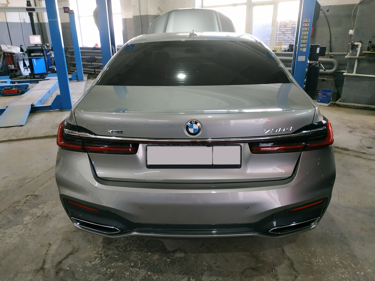 BMW G11 730d, вид сзади
