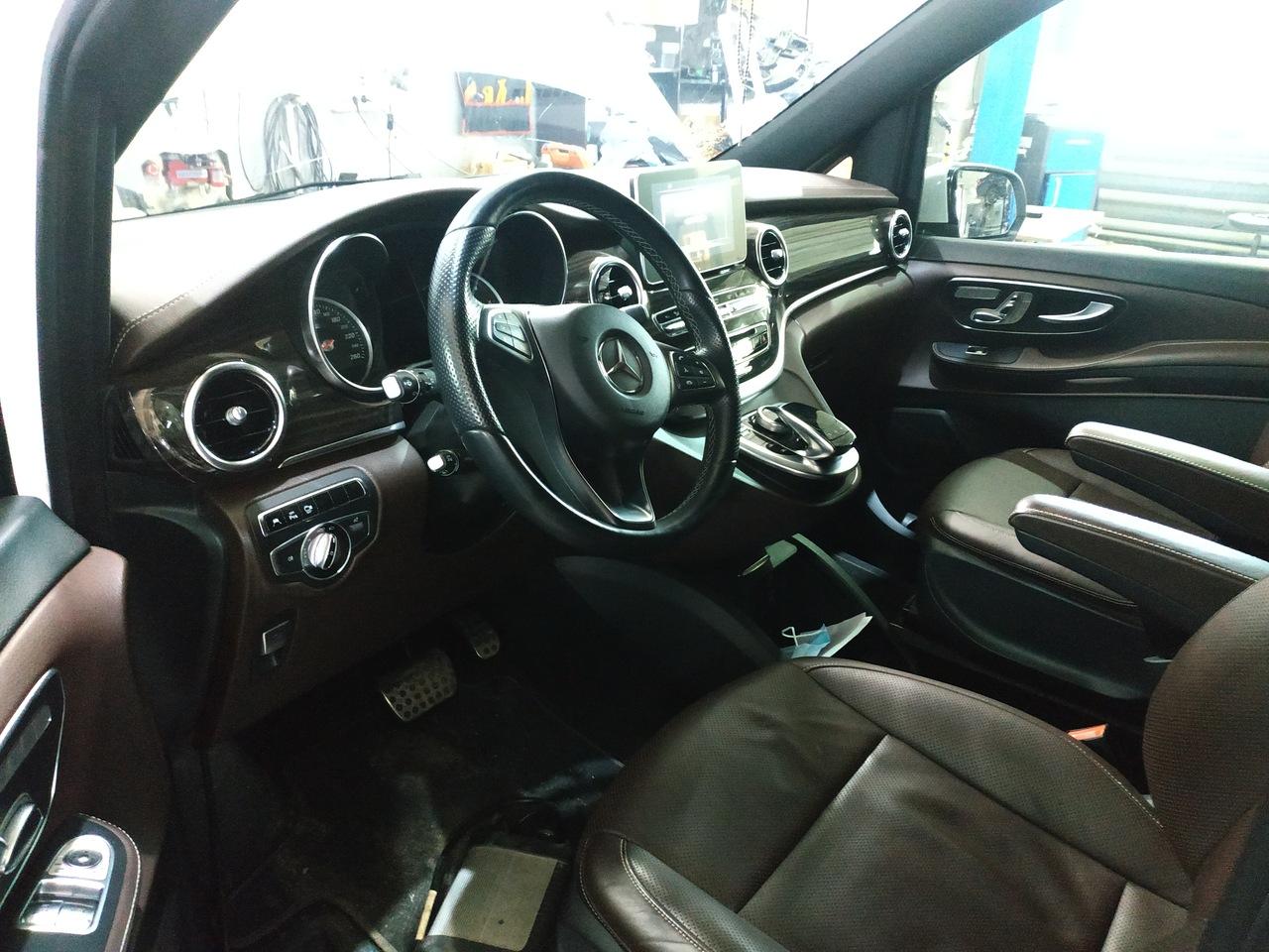 салон Mercedes V 250 Bluetec