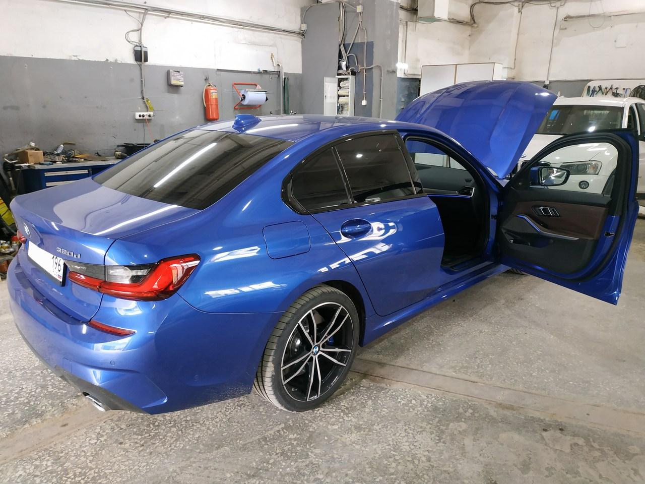 BMW G30 320d, вид сзади