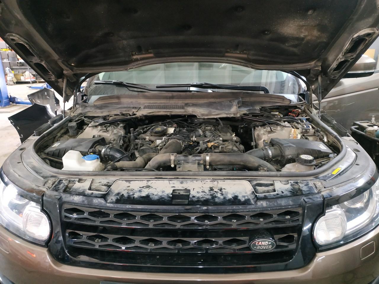 под капотом двигатель Range Rover Sport