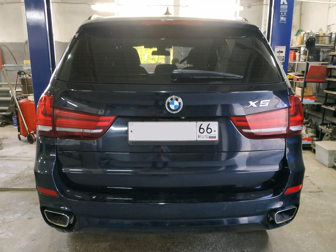 BMW X5 F15, вид сзади