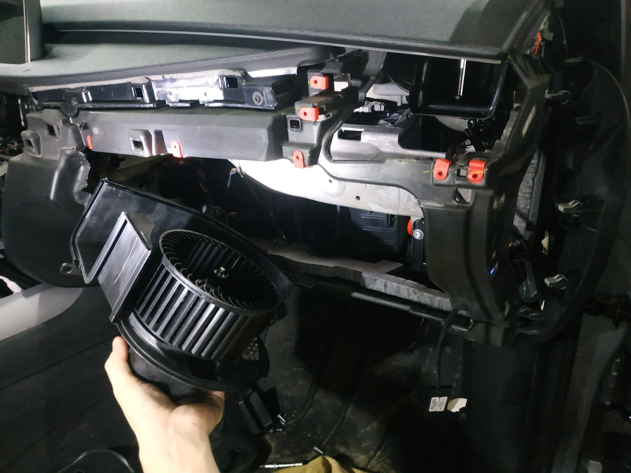 замена вентилятора отопителя салона, вентилятор печки, BMW F15
