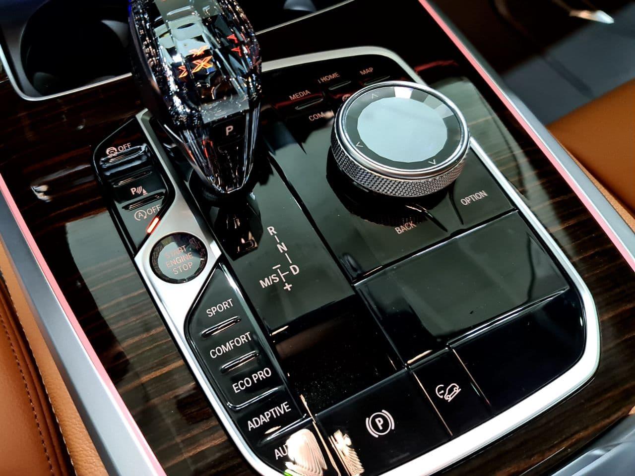 кнопки консоли и хрустальная ручка КПП, G05 X5