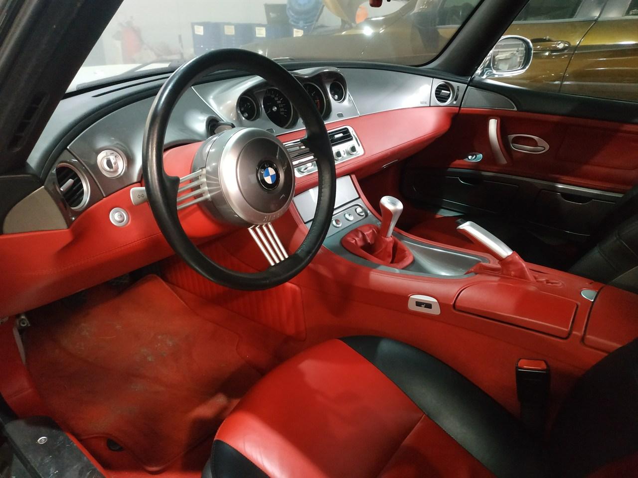 салон BMW Z8