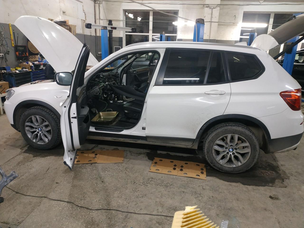 BMW X3 F25 2011