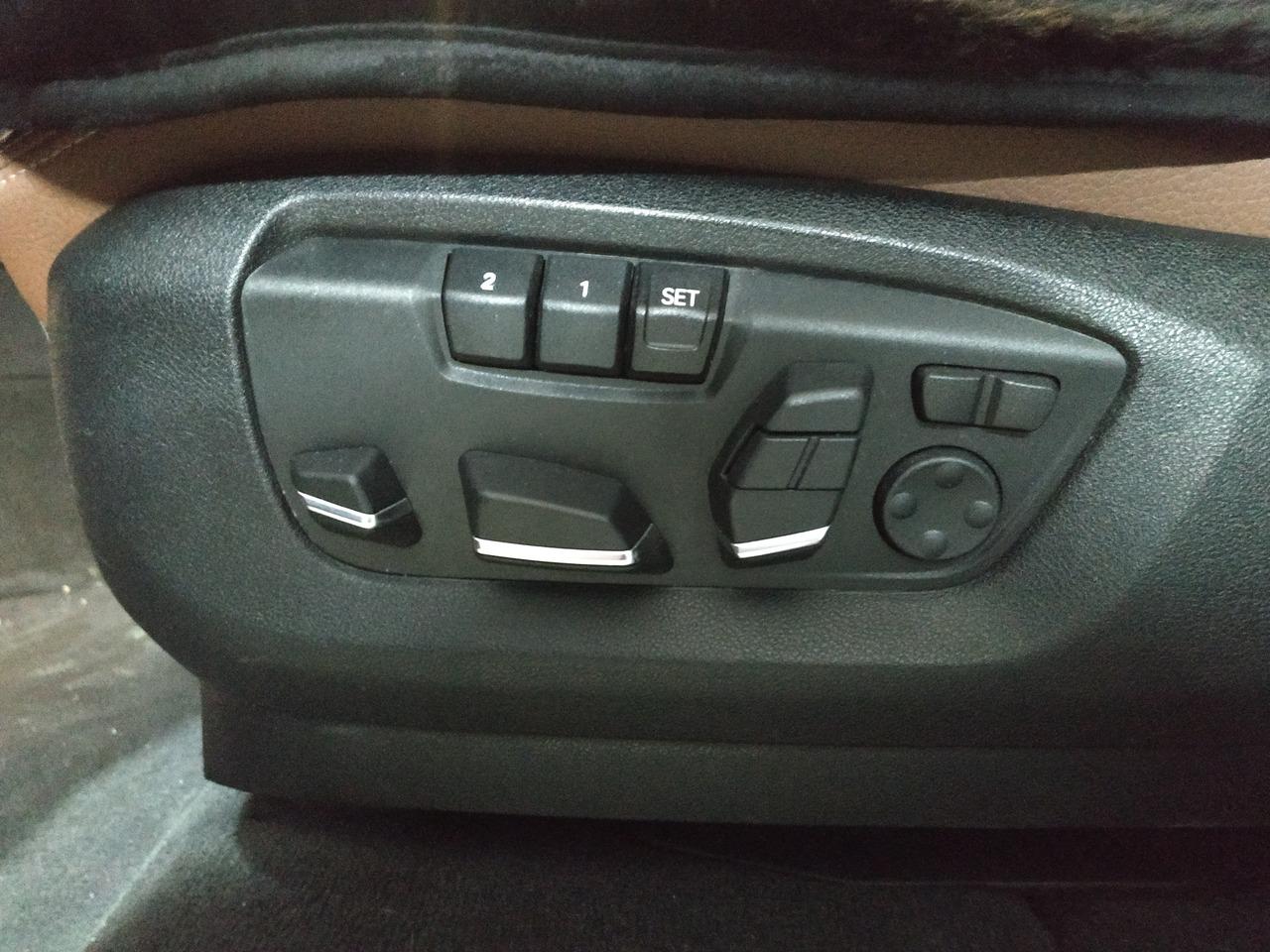 кнопки регулировки водительского сиденья