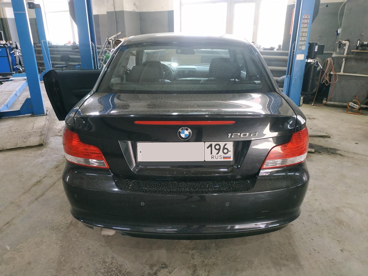BMW E82 120d, вид сзади