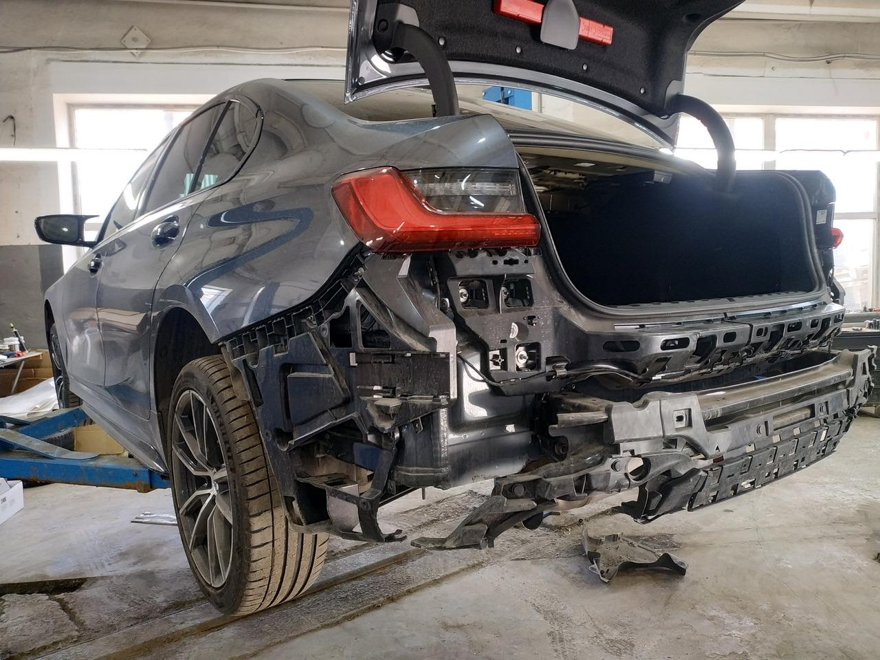 BMW G20, без заднего бампера
