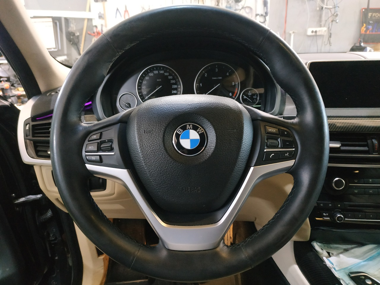 Обычный заводской руль, BMW X5 F15