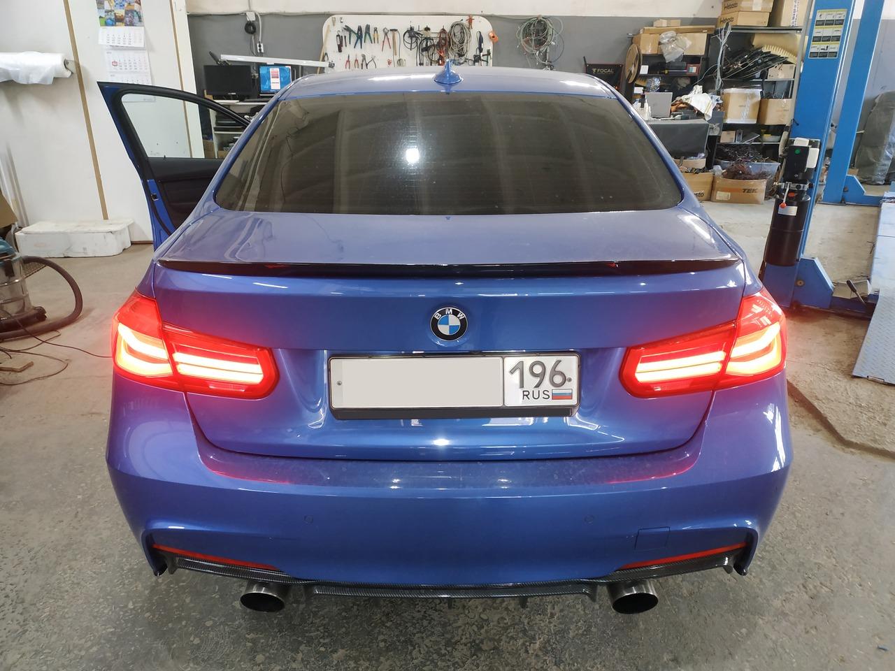 BMW F30 320d, вид сзади