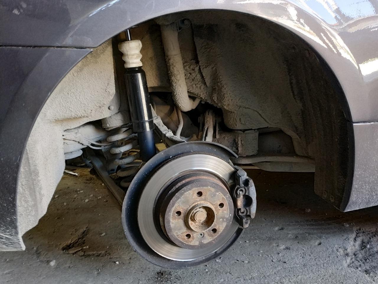 Замена задних амортизаторов BMW E93