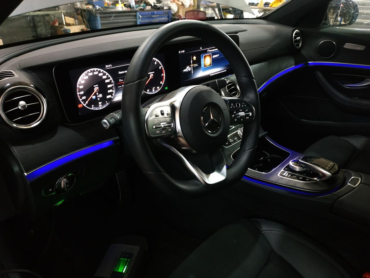 салон, интерьер Mercedes Benz E200 W213