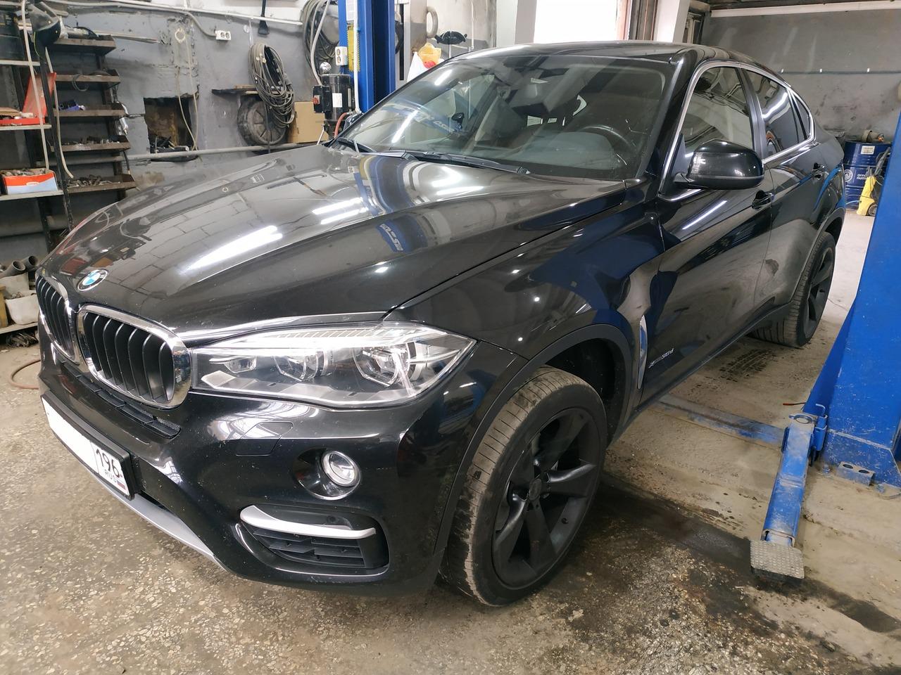 BMW X6 F16 30d 2017 г.в., замена колодок и дисков