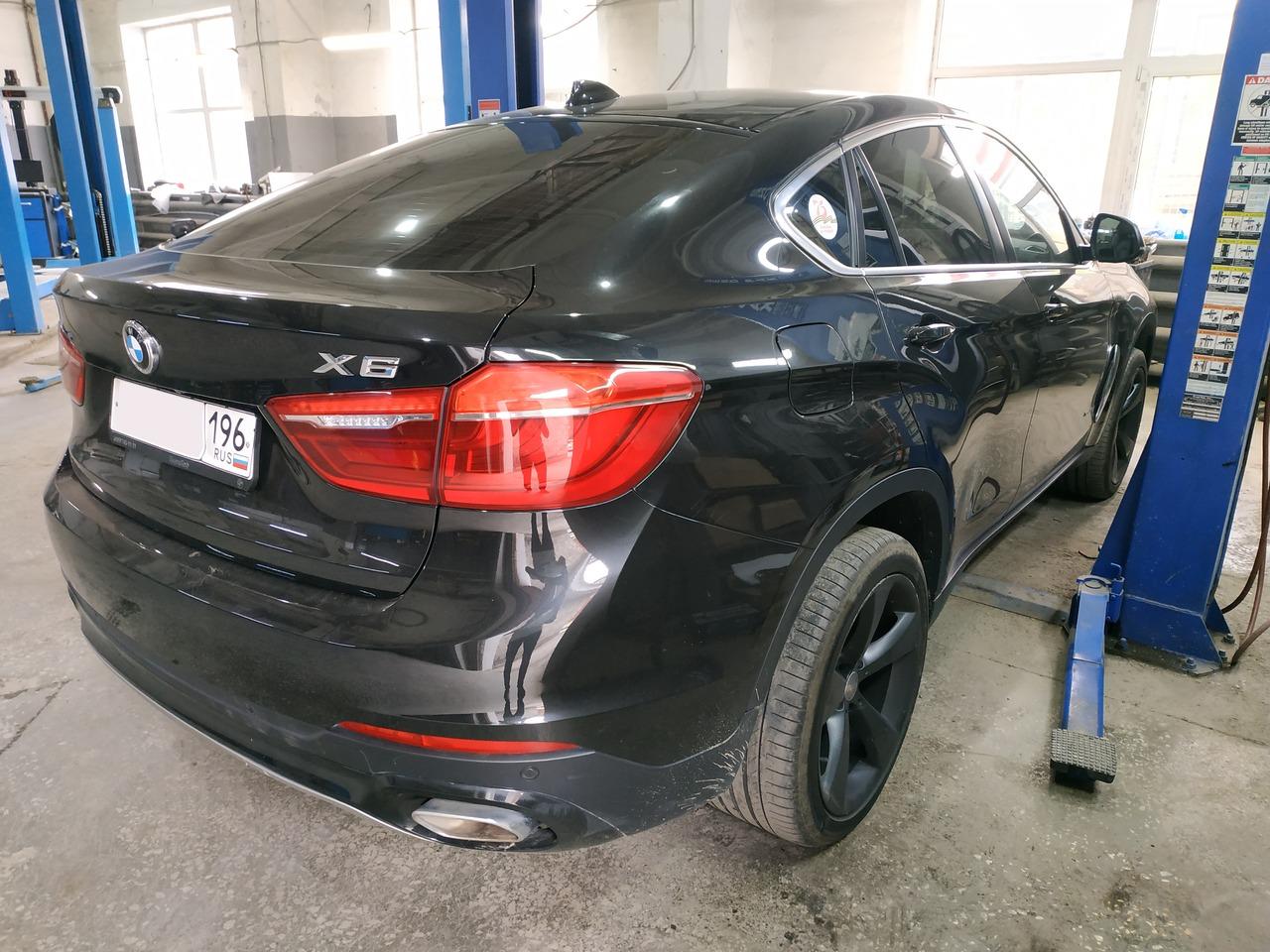 BMW X6 F16 30d, вид сзади