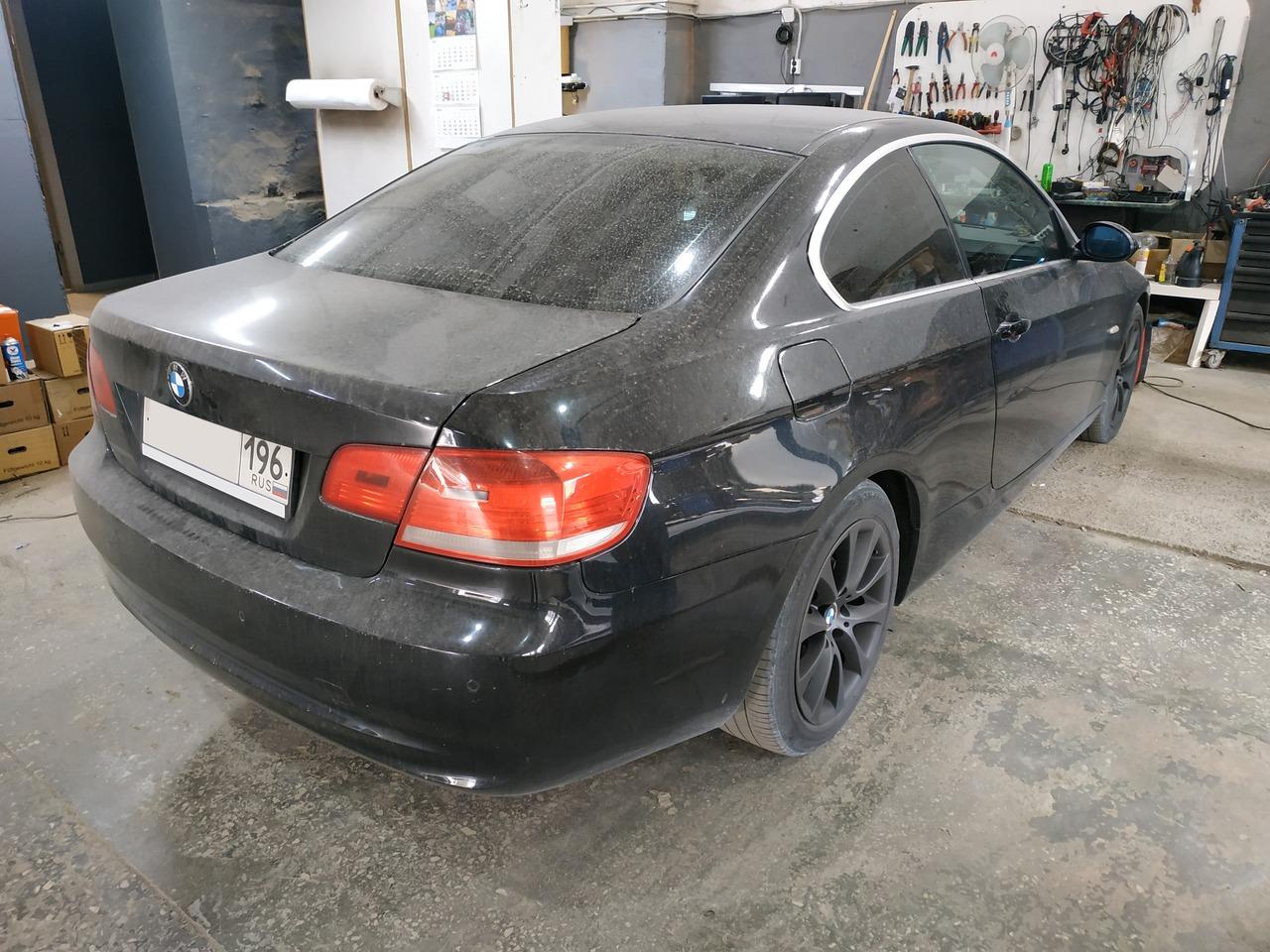 BMW E92 325i, вид сзади