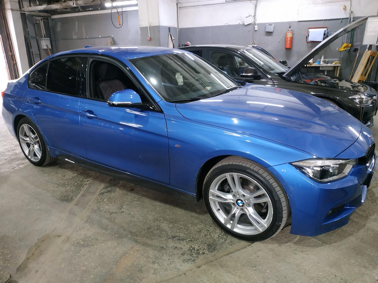BMW F30 320i