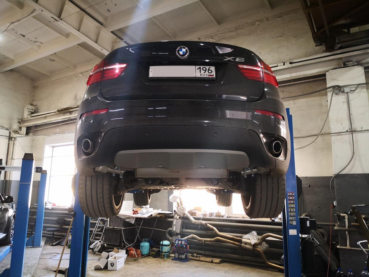 BMW X6 E71 30d 2012 г.в., дизель, вид снизу сзади