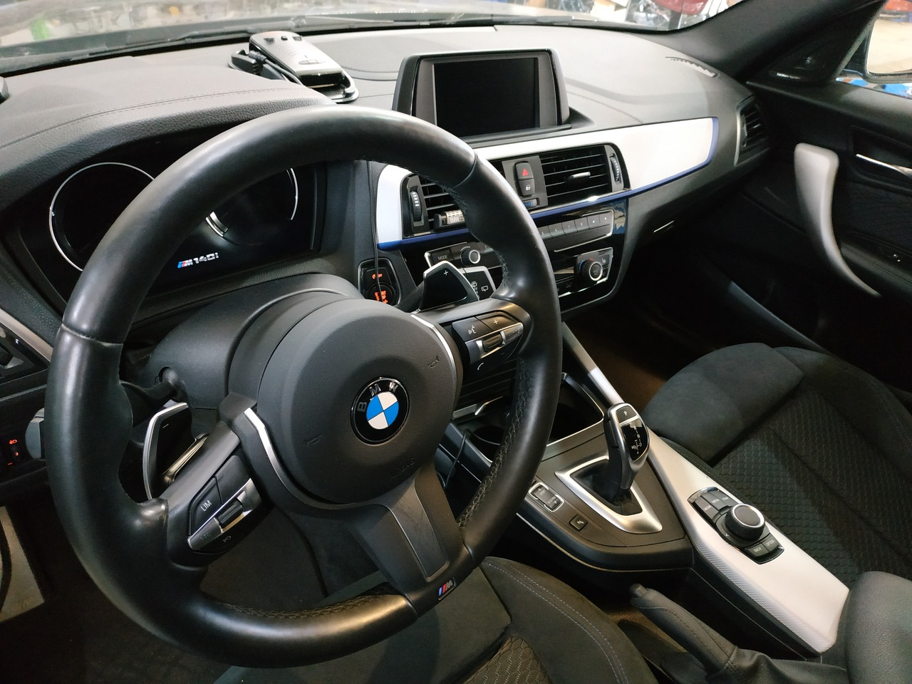 салон BMW F20