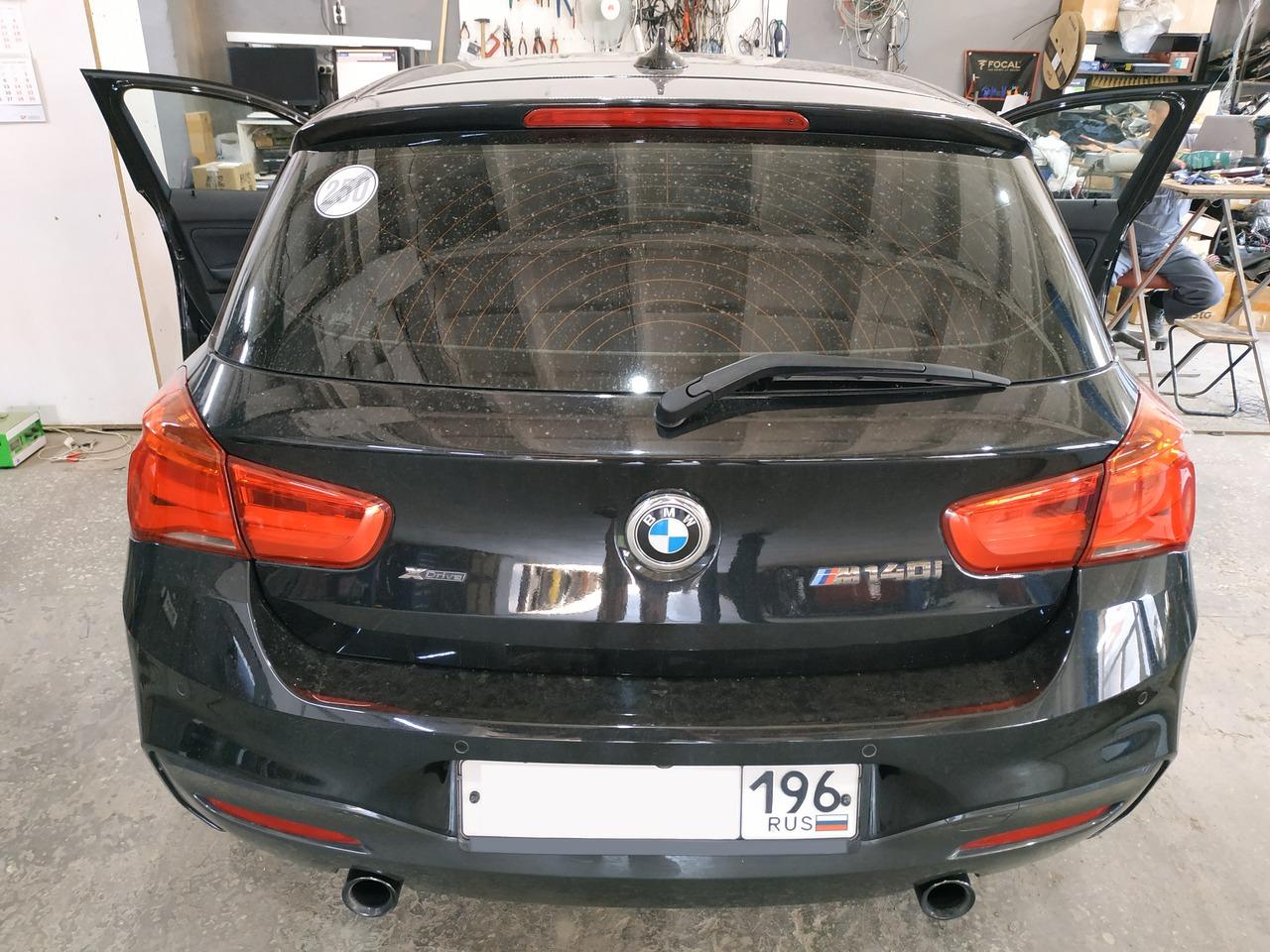 BMW F20 m140i, вид сзади