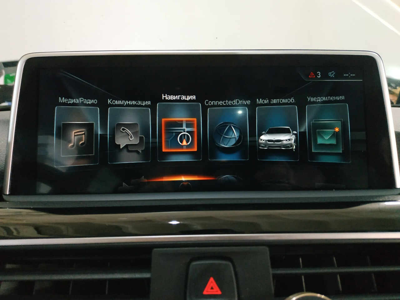 Интерфейс NBT Evo ID6 на мониторе от BMW F15