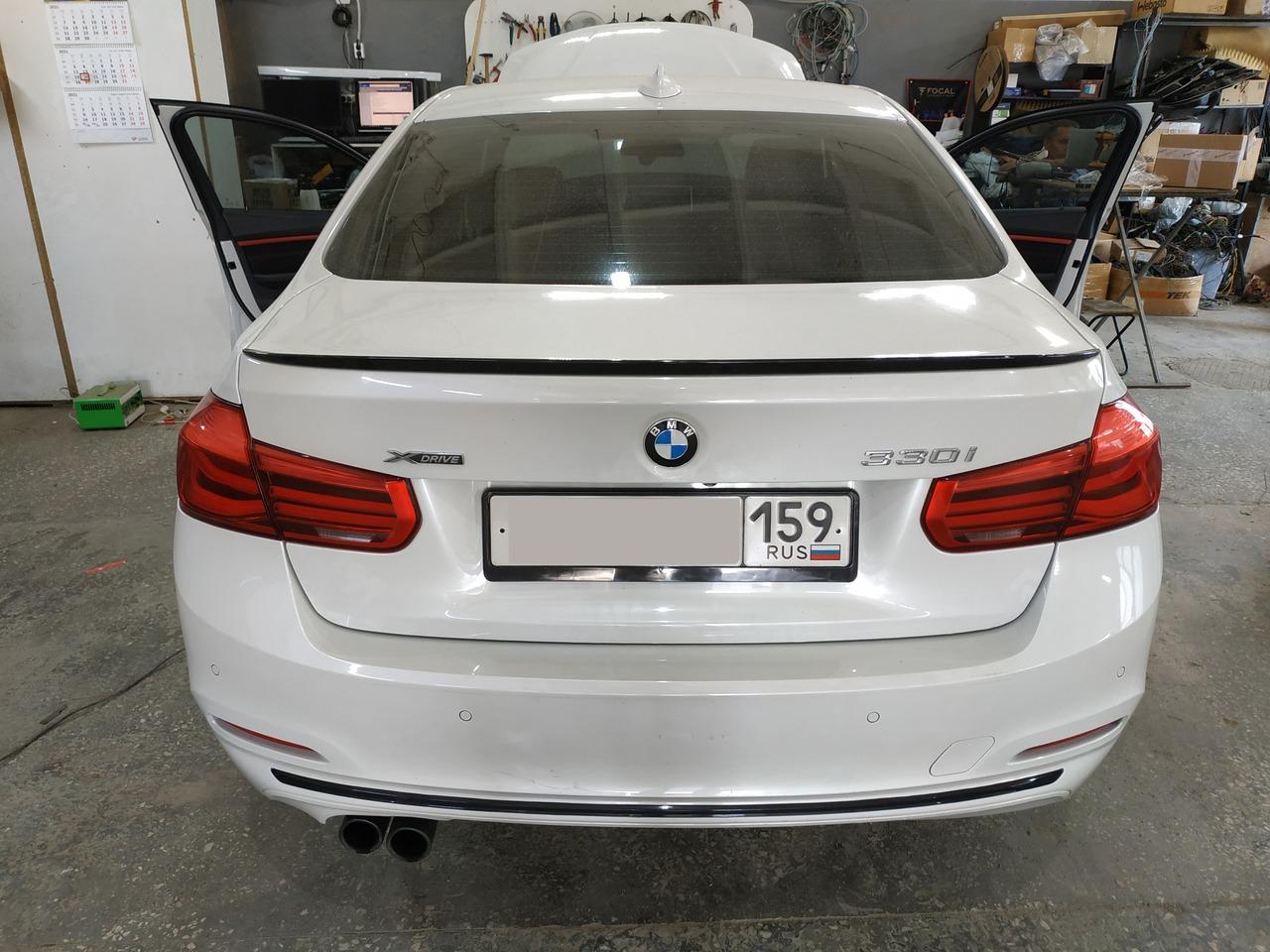 BMW F30 330iX, вид сзади
