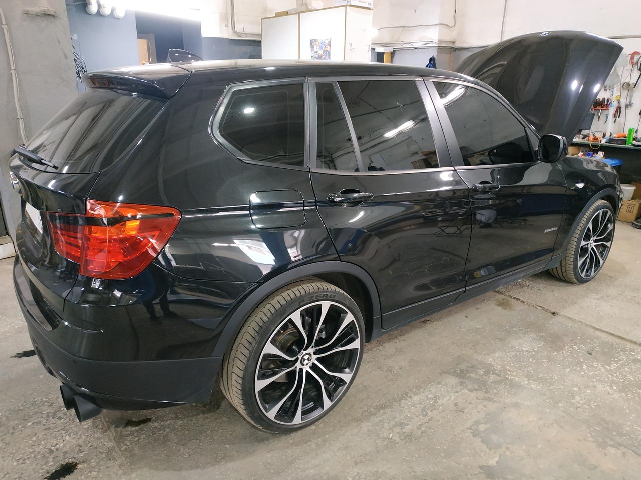 BMW X3 F25 28iX 2012, вид сзади сбоку
